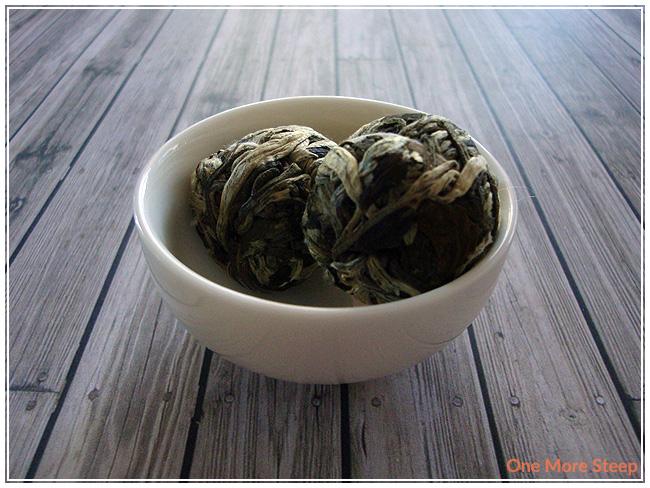 20151201-teavanafloweringpineapple2